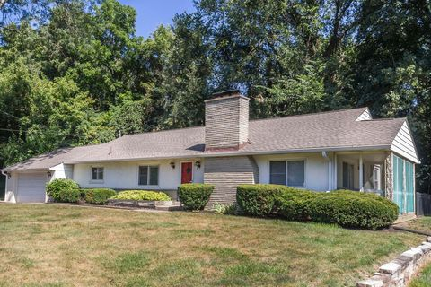 Photo of 469 E Johnstown Rd, Gahanna, OH 43230