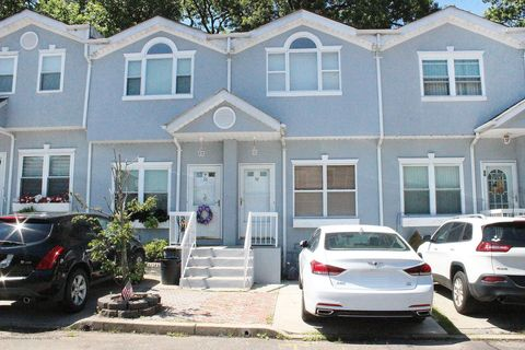 Photo of 38 Crown Ct, Staten Island, NY 10312