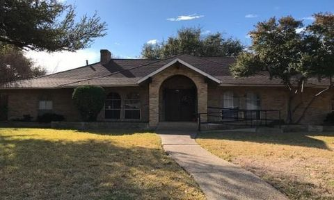 Photo of 4408 Forest Bend Rd, Dallas, TX 75244