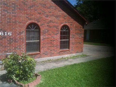 Photo of 616 N Columbia St, Angleton, TX 77515