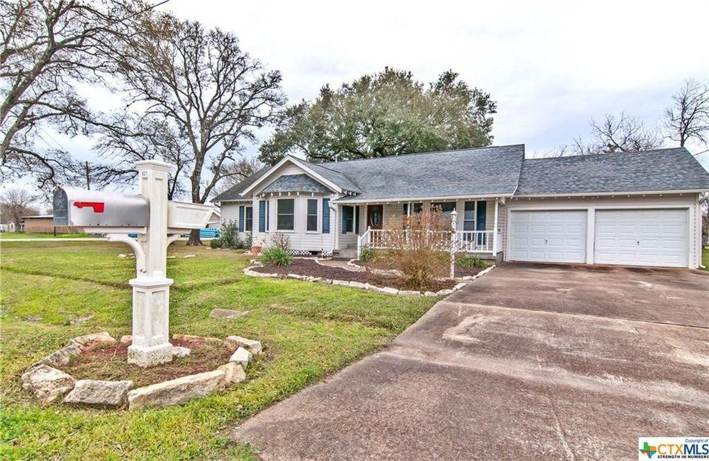 621 S East St, Edna, TX 77957