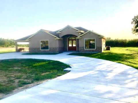 Photo of 27 Eagle View Rd, Eagle Pass, TX 78852