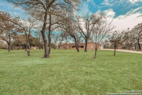 Photo of 300 Cimarron Dr, Floresville, TX 78114