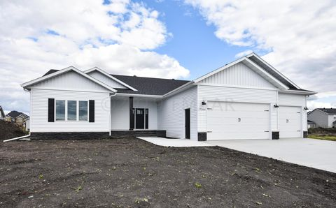 Photo of 7364 Eagle Pointe Dr S, Fargo, ND 58104