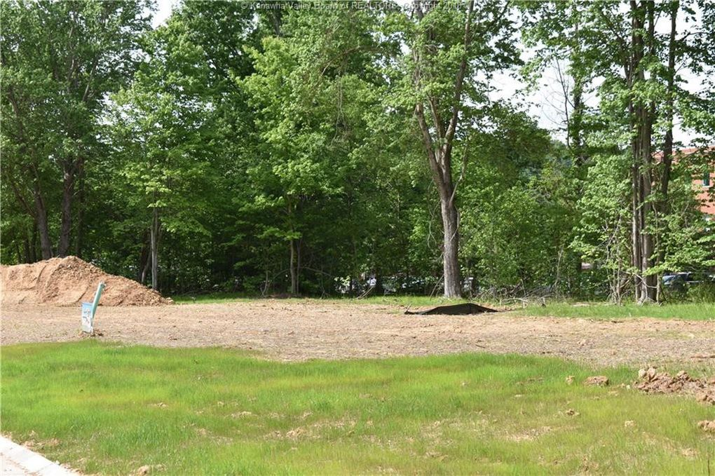 2 Boxwood Dr, Winfield, WV 25213