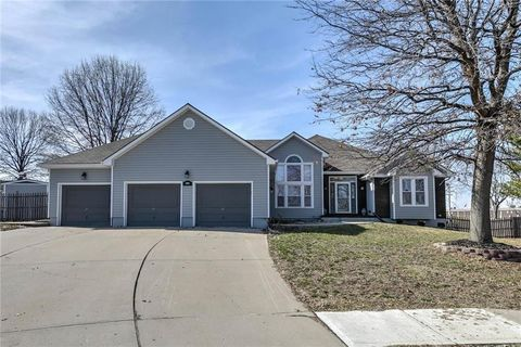 Photo of 1902 Blackbird Cir, Kearney, MO 64060