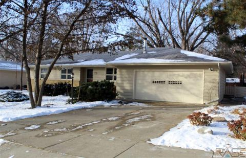 2605 S Elmwood Ave, Sioux Falls, SD 57105