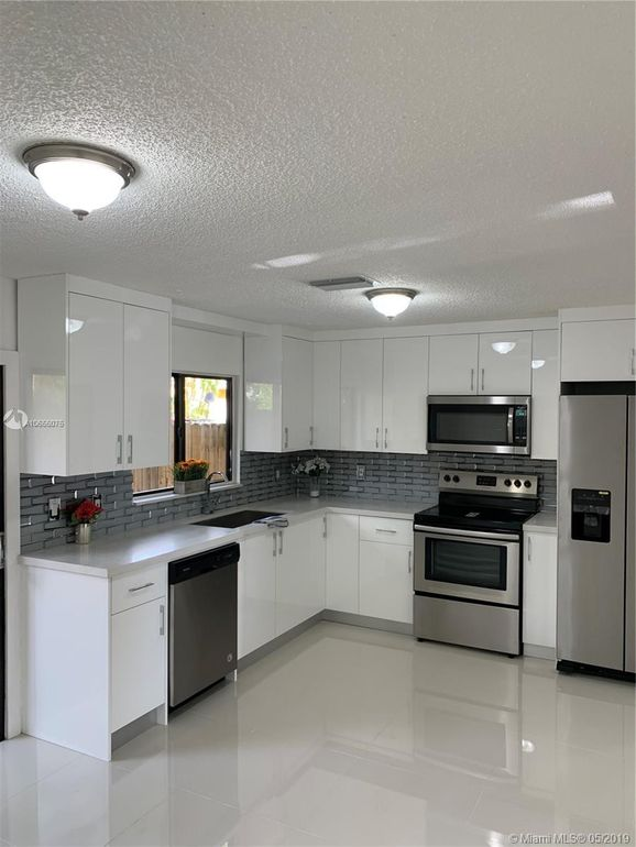 8350 Nw 8th St Unit 1-4, Miami, FL 33126