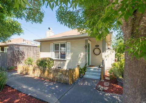 Photo of 205 E St, Petaluma, CA 94952
