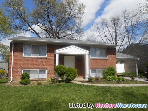 Photo of 11821 Brookmont Dr, Maryland Heights, MO 63043