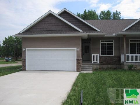 Photo of 409-b Valley View Dr, Cherokee, IA 51012
