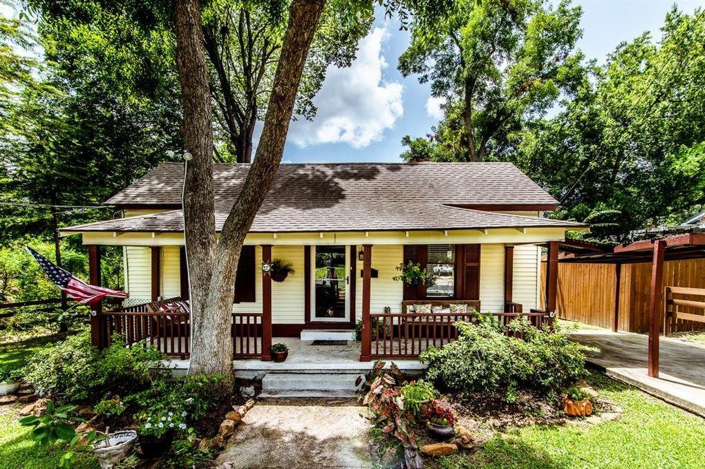 908 Sam Houston Ave Huntsville, TX 77320