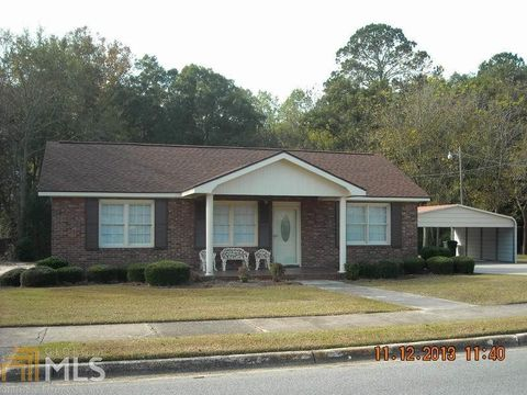 Photo of 219 E Howard St, Glennville, GA 30427
