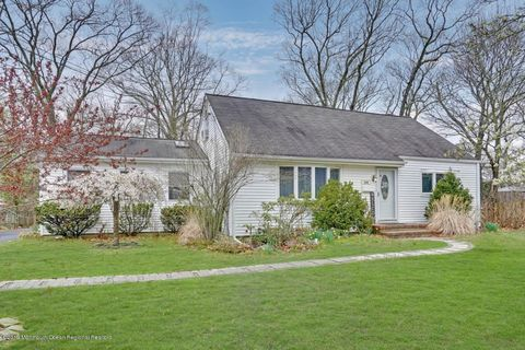 Photo of 240 Woodcrest Rd, Oakhurst, NJ 07755
