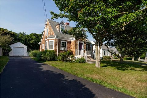 Photo of 122 Ruggles Ave, Newport, RI 02840