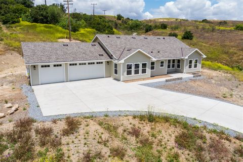 Photo of 2172 Lapis Ln, Ramona, CA 92065