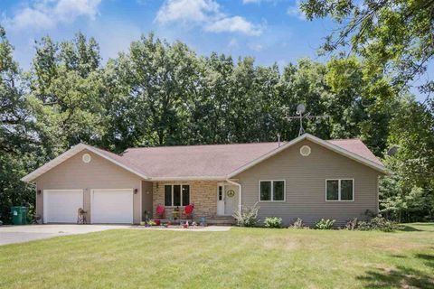 64 Fairidge Cir, Lisbon, IA 52253