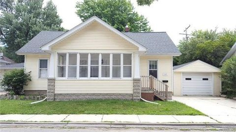 37 Hollywood Ct, Mount Clemens, MI 48043