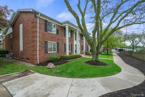 Photo of 2472 Mulberry Sq Apt 22, Bloomfield Township, MI 48302