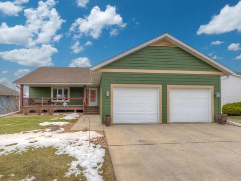Photo of 1522 Hill View Ct, Red Wing, MN 55066