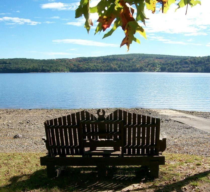 Lake Shore Dr, Lakeville, PA 18438
