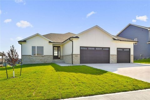 Photo of 3671 Nw 167th St, Clive, IA 50325