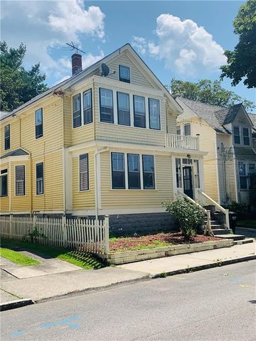 Photo of 16 Vaughan Ave, Newport, RI 02840
