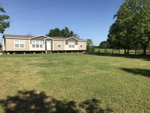 Photo of 135 Sandyland Rd, Macon, MS 39341