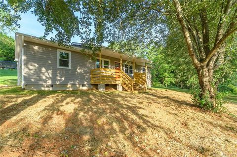 71 Cole Rd, Leicester, NC 28748