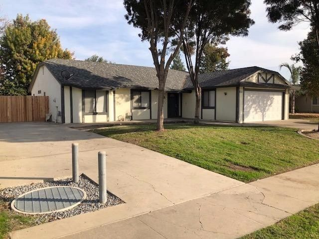 1242 Brentwood St, Tulare, CA 93274