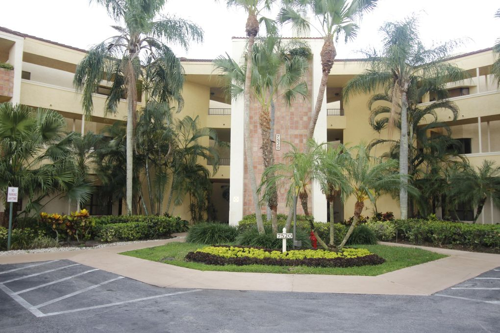 7520 La Paz Blvd Apt 204, Boca Raton, FL 33433