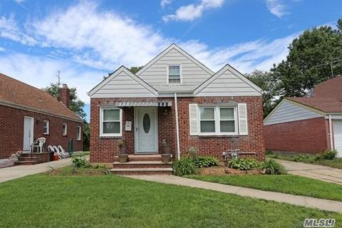 16 Kingston St, Elmont, NY 11003