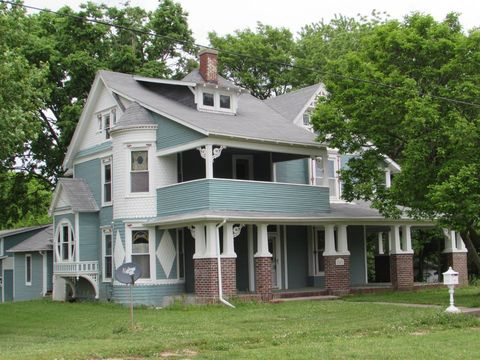 103 W Daniel St, Albany, MO 64402