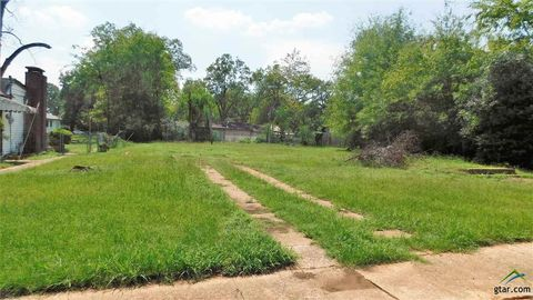 Photo of 1002 W Rusk St, Marshall, TX 75670
