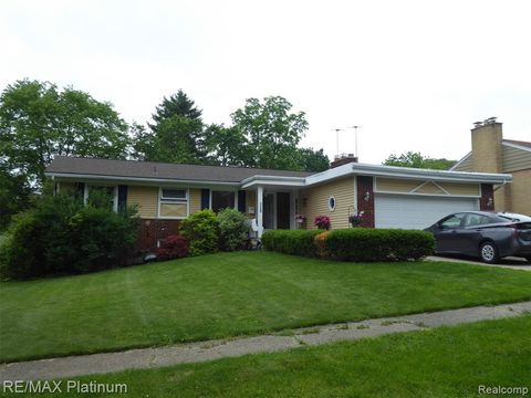 Photo of 32200 Valley View Cir, Farmington, MI 48336