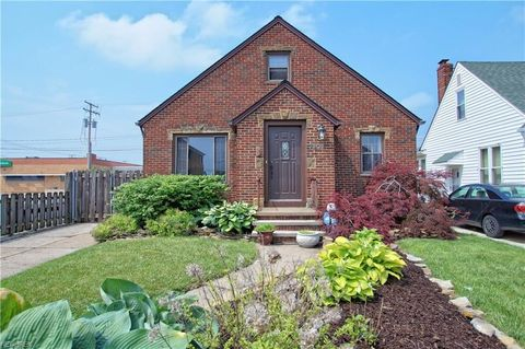 7202 Hampstead Ave, Parma, OH 44129