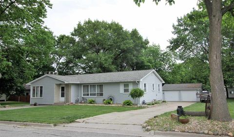 Photo of 1027 N 4th St, Manchester, IA 52057