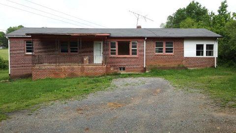 5834 Heights School Rd, Appomattox, VA 23958