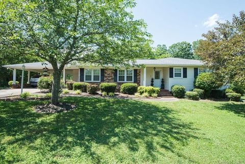 Photo of 265 Tanners Grove Rd, Forest City, NC 28043