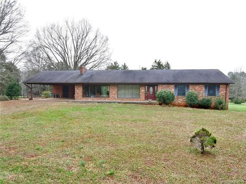 621 Westminster Dr, Statesville, NC 28677