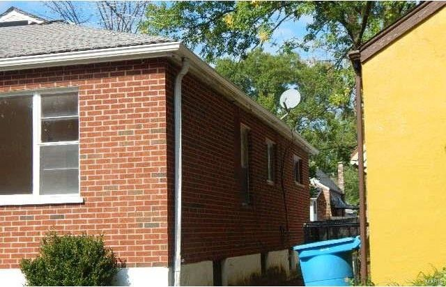 8345 Braddock Dr, Saint Louis, MO 63132