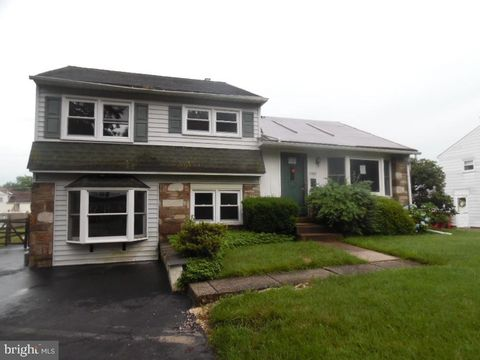 Photo of 1002 Riviera Rd, Warminster, PA 18974