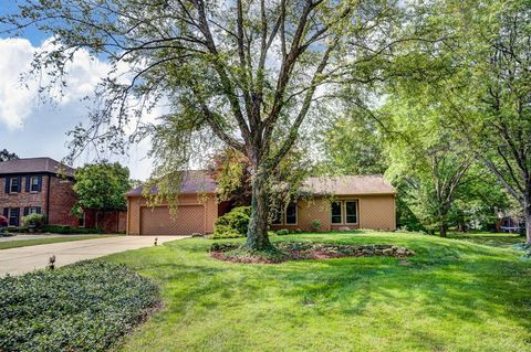 Photo of 10627 Indian Woods Dr, Montgomery, OH 45242
