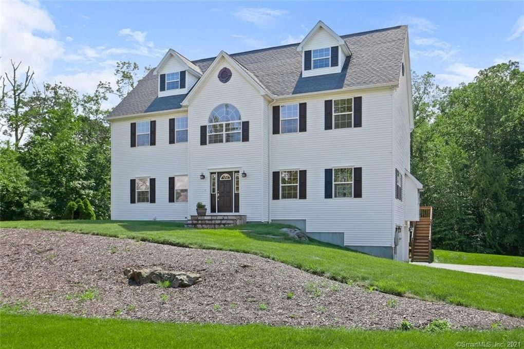 17 Kyle Ct Oxford, CT 06478