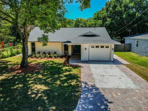 Photo of 9412 N Connechusett Rd, Tampa, FL 33617