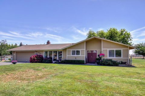 Photo of 11820 Cresthill Dr, Elk Grove, CA 95624