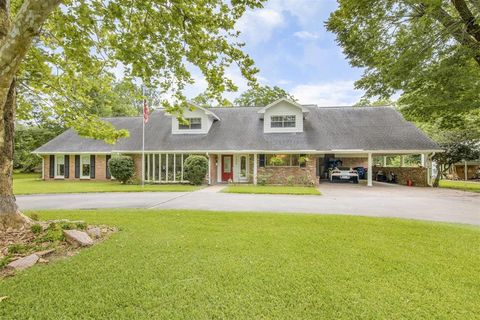 Photo of 1204 S Hill St, Alvin, TX 77511