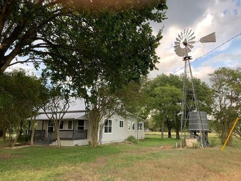 Photo of 355 Kovar Rd, Smithville, TX 78957