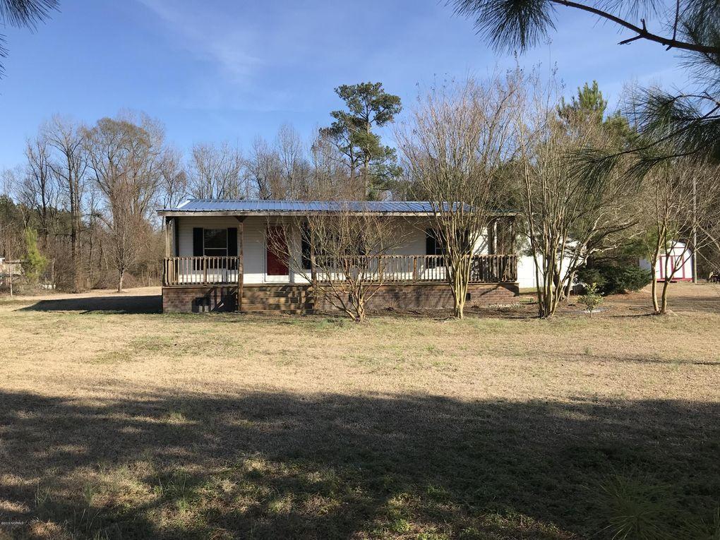 192 Myrtle Sholar Rd, Wallace, NC 28466