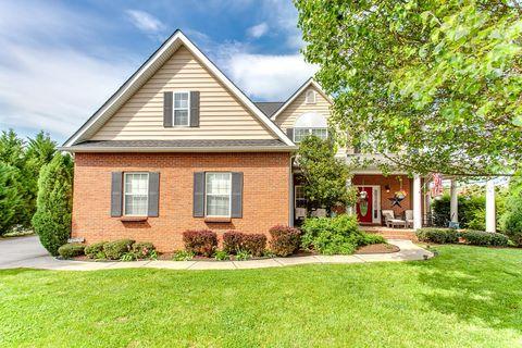 Photo of 7022 Legend Oaks Ln, Knoxville, TN 37918
